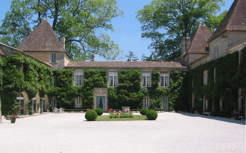Cour intérieure du château carbonnieux