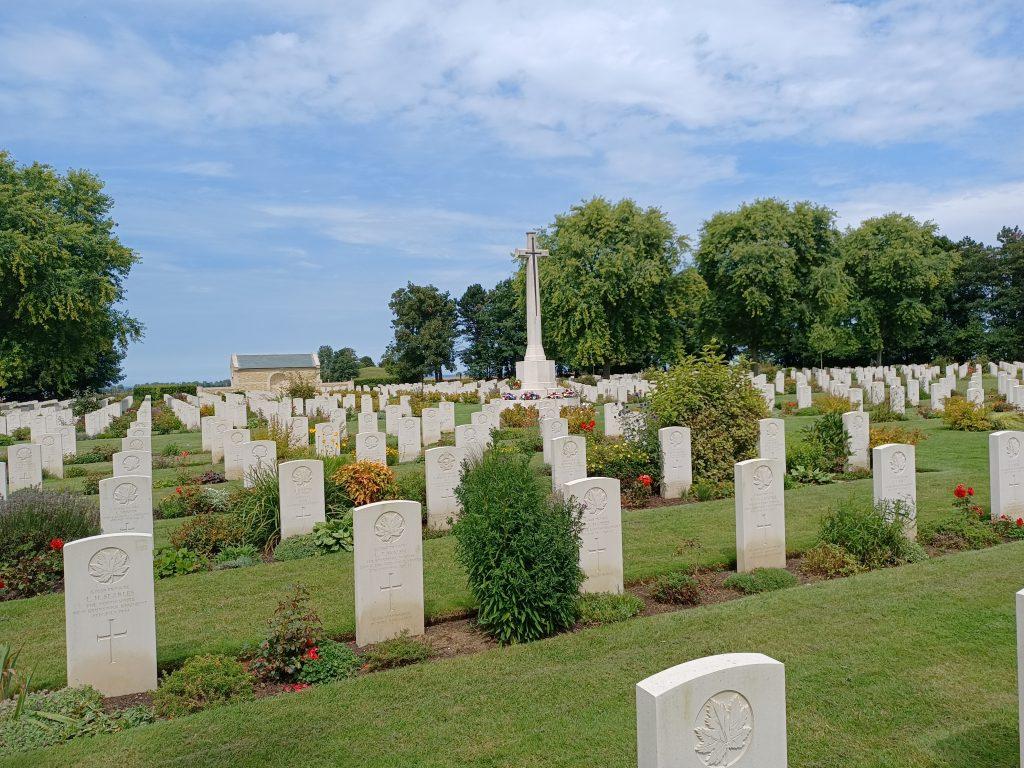 Tombes acadiens cimetière militaire bény sur mer